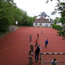 Viel Platz zum Spielen: der Sportplatz